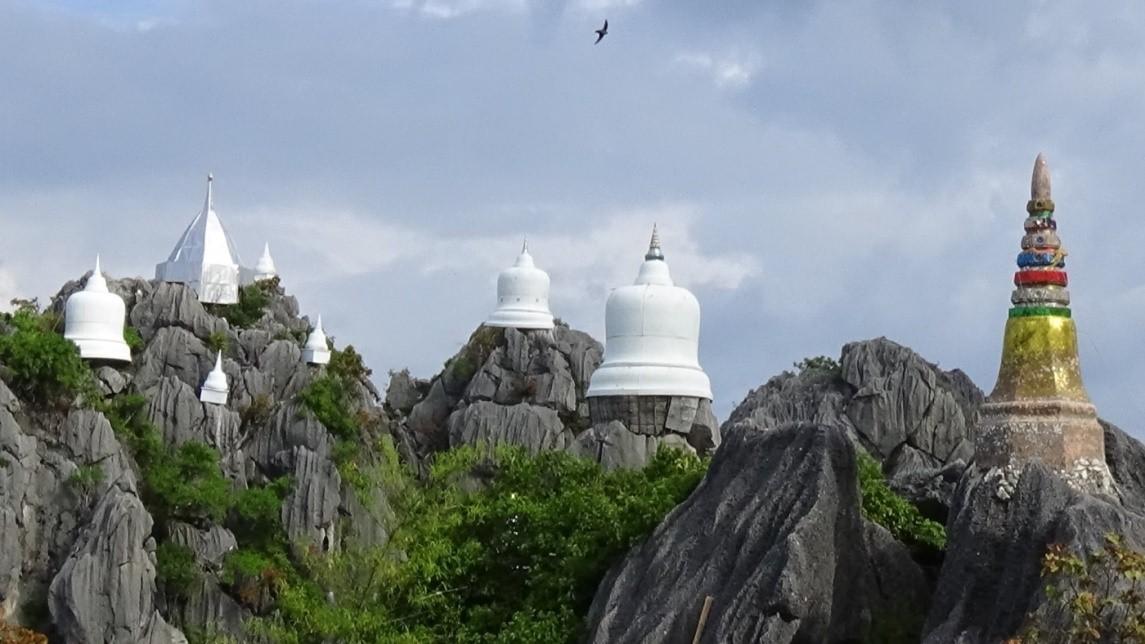 เจดีย์ขาวบนยอดเขาสูงเสียดฟ้า…Unseen Thailand แห่งเมืองลำปาง