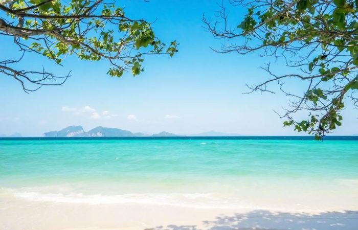 """""""เกาะกระดาน"""" หาดสวย…น้ำใส ความงดงามแห่งท้องทะเลตรัง"""